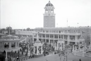 Old black and white photo of Lakeside Amusement Park